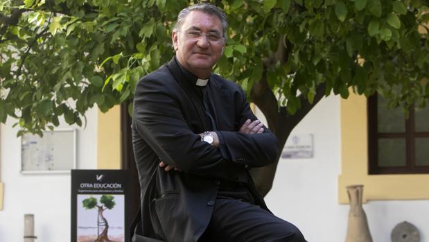 Jesús Poyato, en el patio del Palacio Episcopal de Córdoba