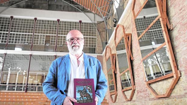 El profesor Juan Carpio, en las Caballerizas Reales de Córdoba