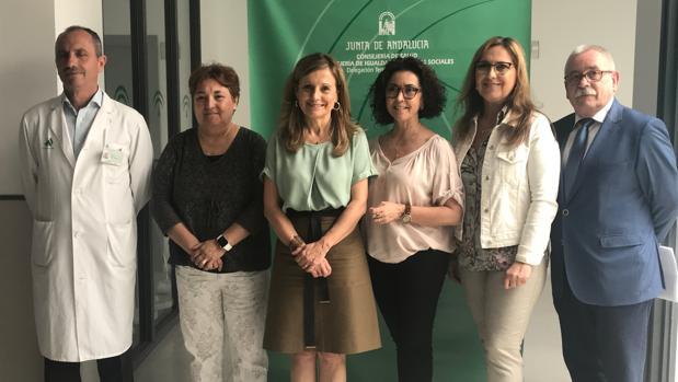 Visita de la consejera de Salud (centro) al hospital de Pozoblanco