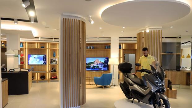 Caixabank abre en m laga su primera tienda de espa a for Oficinas caixa sevilla