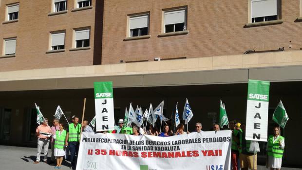 Protesta sindical del Sindicato de Enfermería ante el hospital Médico-Quirúrgico de Jaén