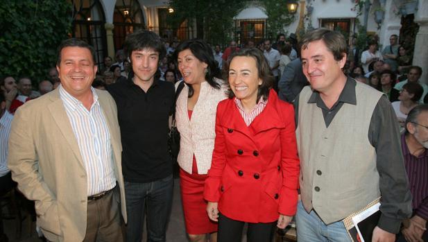Rodríguez, a la izquierda en lla presentación del programa municipal de Cultura de Rosa Aguilar en 2007