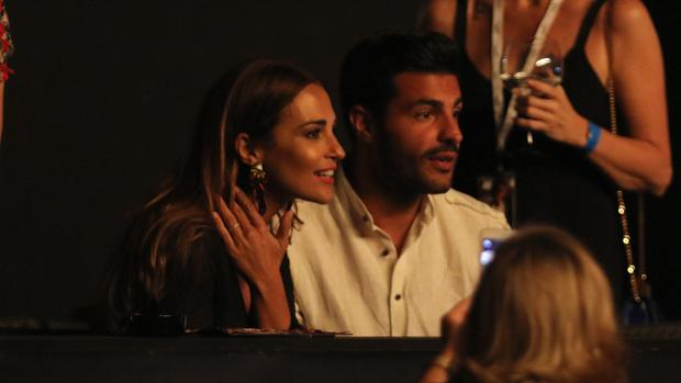 Paula Echeverría y Miguel Torres durante el concierto de Luis Miguel