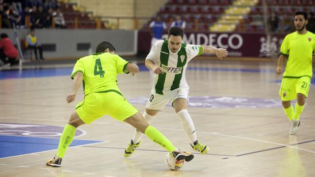 Manu Leal, capitán del Córdoba CF Futsal, durante el partido ante el Elche CF
