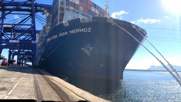 Imagen de un buque portacontendores en el puerto de Algeciras.