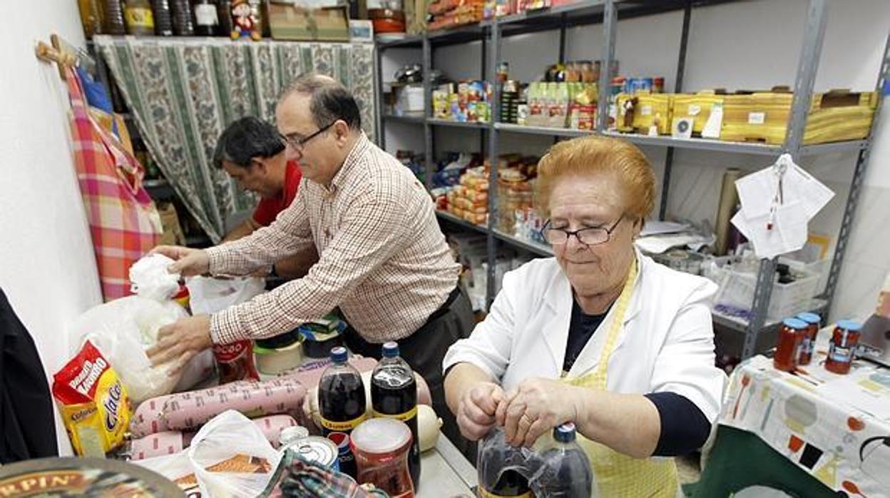 Cordobés, de entre 40 y 66 años, parado y sin hogar: el perfil del usuario del comedor de Prolibertas