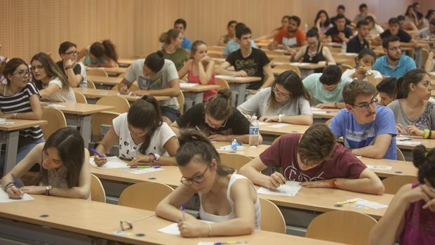 Estudiantes cordobeses durante las pruebas de Selectividad