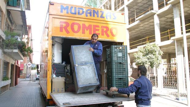 Mudanza ejecutada por una empresa de transporte de mercancías