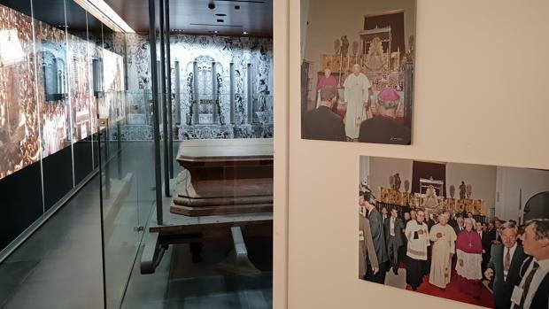 Fotografías de San Juan Pablo II expuestas en el Museo - Tesoro de la Matriz