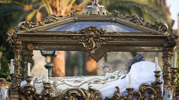 La Virgen del Tránsito en procesión