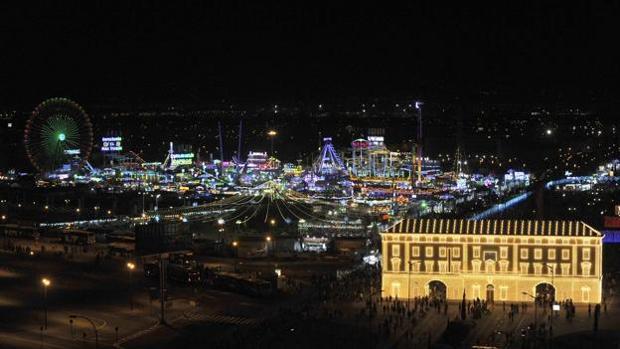 Imagen de la Feria de Málaga por la ncohe