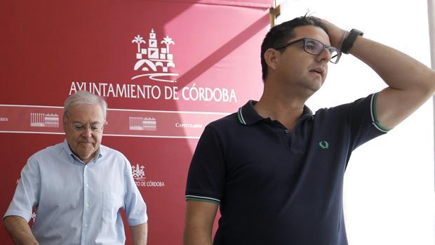 Emilio Aumente y Pedro García, en una rueda de prensa conjunta en el Ayuntamiento