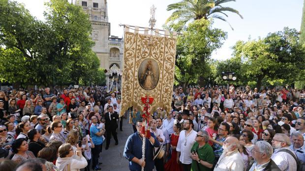 Simpecado de la hermandad del Rocío de Córdoba