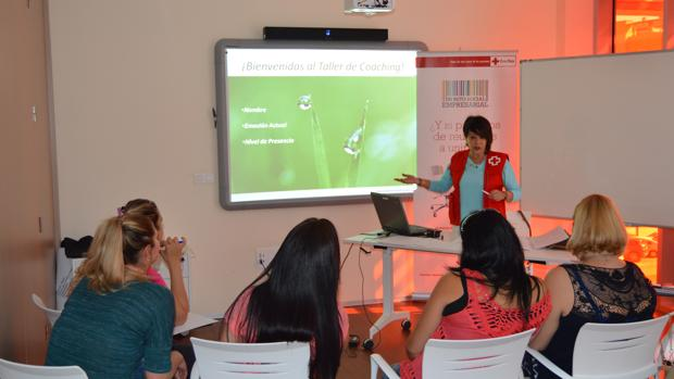 Taller de Coaching dirigido a mujeres en las dependencias de la Cruz Roja de Córdoba