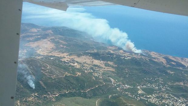 Imagen tomada por el Infoca de dos de los incendios registrados en Tarifa