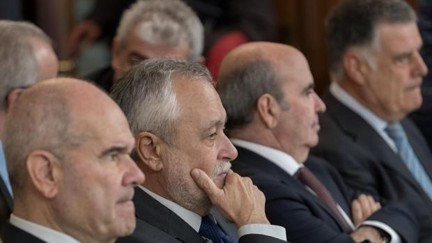 Los expresidentes Chaves y Griñán y los exconsejeros Zarrías y Viera, en el juicio