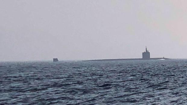 Imagen del submarino Newport News en aguas del Estrecho de Gibraltar.