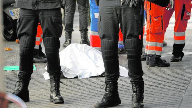 El cadáver de una persona que se suicidó en el centro de Córdoba en 2012