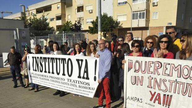 Protestas en Teatinos para pedir un nuevo instituto