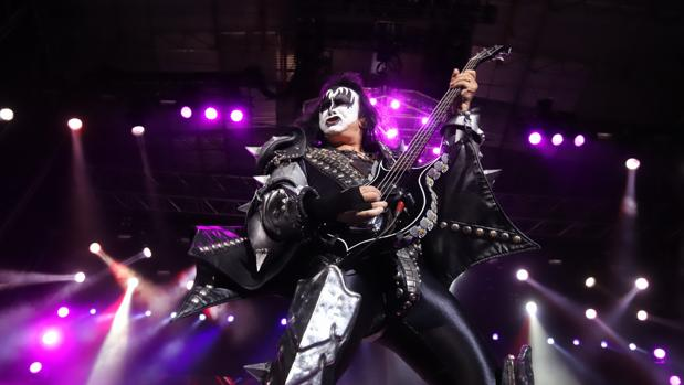 Un momento de la actuación de Kiss en la plaza de toros de Córdoba