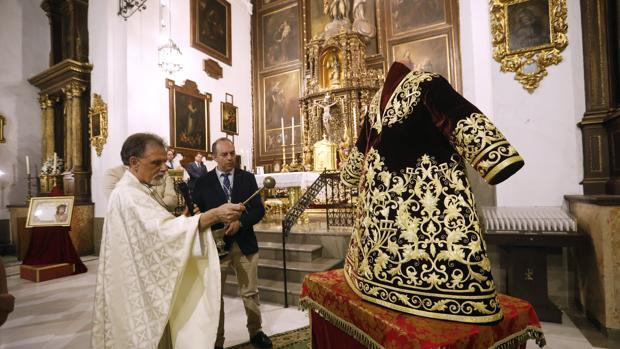 Presentación y bendición de la nueva túnica