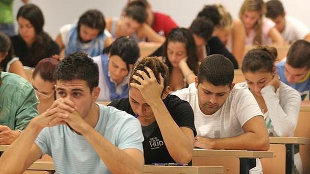 Alumnos andaluces, en un examen de Selectividad