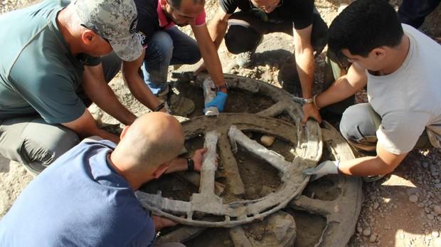 Momento en el que se descubrió el carro íbero en Montemayor