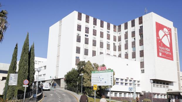 Vista del edificio principal del Hospital Reina Sofía