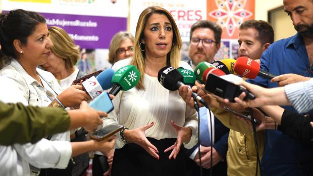 Susana Díaz, atendiendo a los medios este jueves en Córdoba