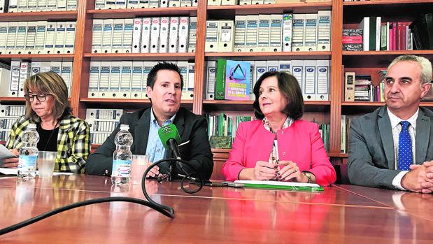 El alcalde de Peñarroya y la consejera de Igualdad y Políticas Sociales