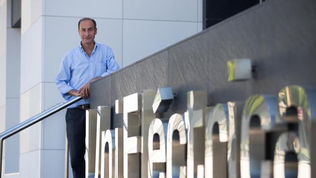 Diego Montes en la sede central de Unieléctrica en Córdoba