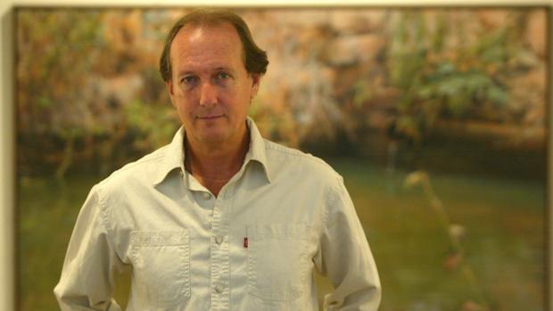 El pontanés Desiderio Delgado posa ante su obra