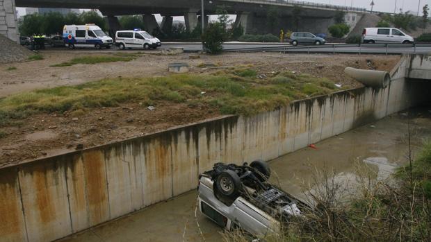 Agentes en las inmediaciones del Puente de Andalucía