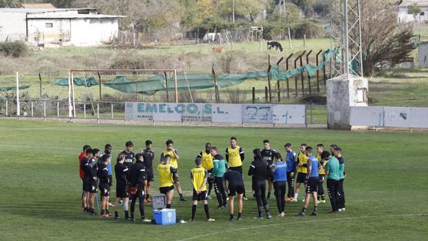 La plantilla del Córdoba, en el entrenamiento con Curro Torres
