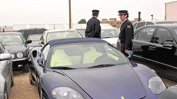 Vehículos incautados en operaciones contra el narcotráfico