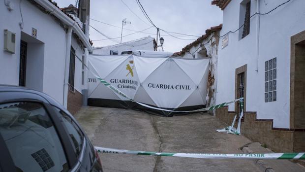 La Guardia Civil registró las casas de Laura Luemo y de Bernanrdo Montoya