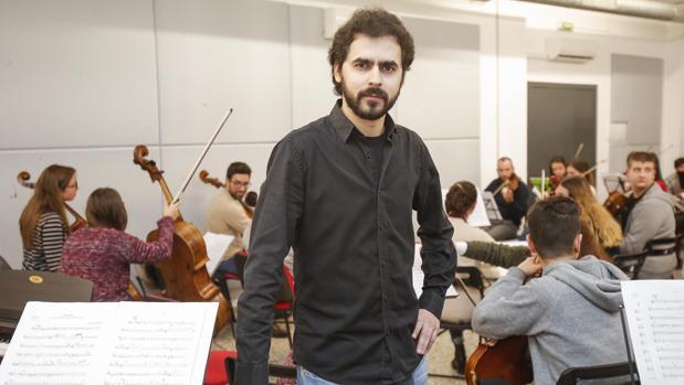 Alejandro Muñoz, durante un ensayo con la Orquesta Joven de Córdoba