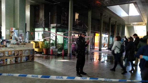 Aspecto de la estación de autobuses de Córdoba después de extinguirse el incendio