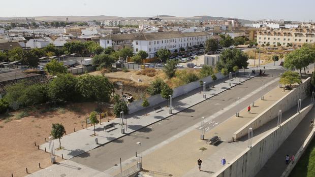 Solar junto a la Calahorra en que se contruiría el auditorio, y que iba a ser para el futuro Museo de Bellas Artes de Córdoba