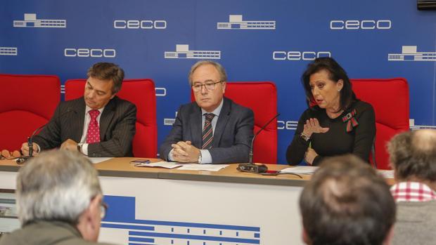 El secretario general de Construcor, el presidente de CECO y su homóloga de Construcor, hoy en rueda de prensa