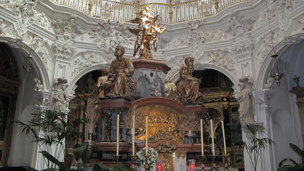 Sagrario y retablo de la iglesia de La Asunción de Priego