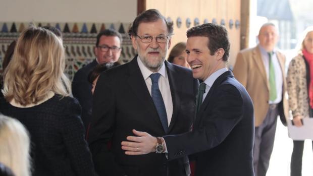 Mariano Rajoy y Pablo Casado, a su llegada al Parlamento andaluz