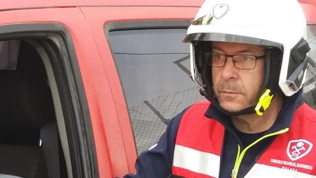 Julián Moreno, jefe del grupo de Bomberos que trabaja en el operativo de Totalán