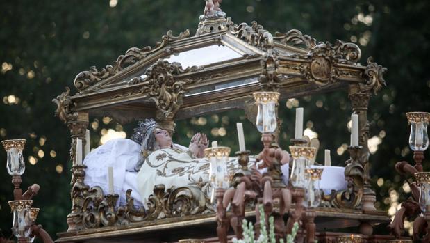 La Virgen del Tránsito procesiona por las calles de Córdoba cada 15 de agosto
