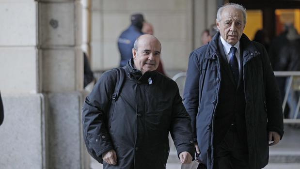 Gaspar Zarrías, con su abogado Gonzalo Martínez-Fresneda