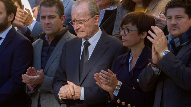 En el centro, el alcalde de Málaga, Francisco de la Torre