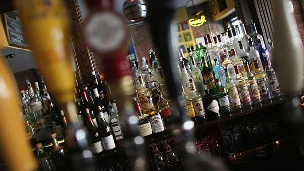 Botellas de alcohol en un pub
