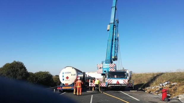 El vuelco del camión se ha producido en el km. 61 sentido Huelva