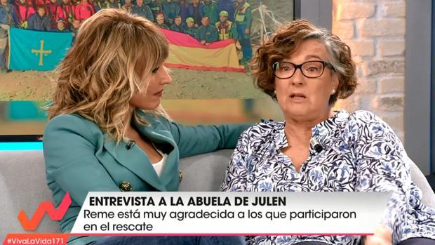 Momento de la entrevista de Emma García a Reme, la abuela de Julen