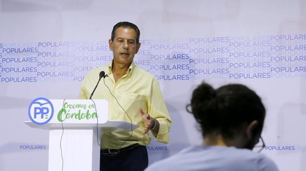 Rafael Merino en una comparecencia en la sede del PP de Córdoba
